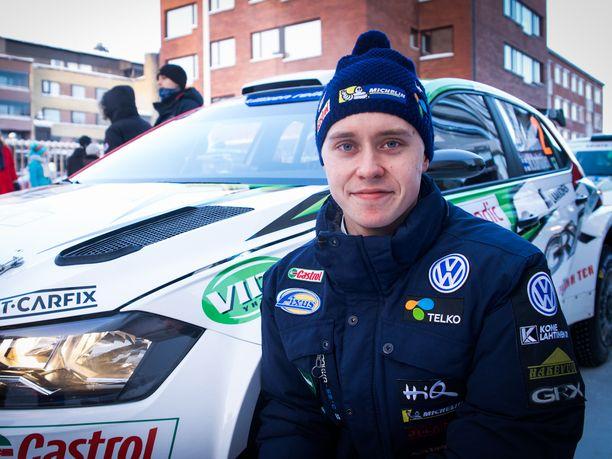Emil Lindholm piiskasi uuden Volkswagen Polonsa voittovauhtiin.