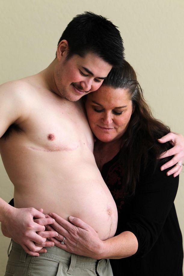 Thomas Beatie syntyi naisena, mutta korjasi sukupuolensa. Hän on sittemmin synnyttänyt kolme lasta.