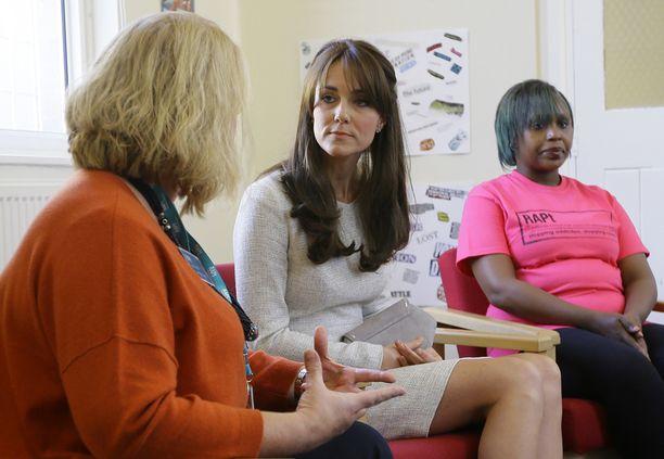 Vierailulla herttuatar kuuli vankien tarinoita siitä, kuinka he ovat taistelleet huumeriippuvuutta vastaan.