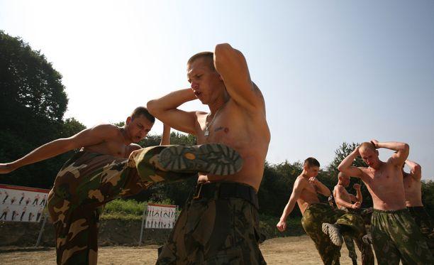 Spetsnaz-erikoisjoukot joutuvat kovaan koulutukseen. Useilla miehillä on myös taistelukokemusta muun muassa Tšetšeniasta ja Ukrainasta.