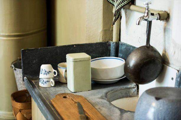 Helsingin Työväenasuntomuseossa voi tutustua siihen, millainen 1910-luvun keittiö oli. Tässä oli sentään ylellisyytenä tiskiallas, jota ei joka paikasta löytynyt.