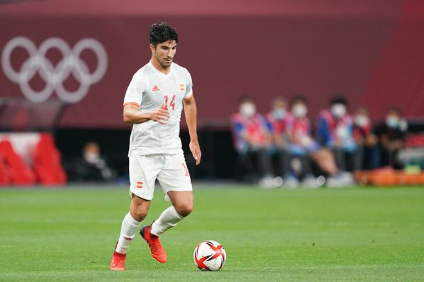 Sapporo, Japan, July 22st 2021: Carlos Soler 14 Spain controls the ball action during the Mens Olympic Football Tournament Tokyo 2020 match between Egypt and Spain at Sapporo Dome in Sapporo, Japan. Egypt v Spain - Sapporo Dome PUBLICATIONxNOTxINxBRA