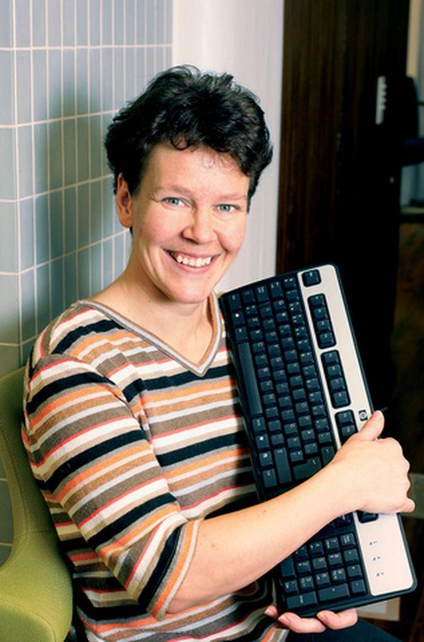 Vielä puolitoista vuotta sitten Johanna osasi hädin tuskin käynnistää tietokoneen. Nyt hän hallitsee tietotekniikan näppärästi.
