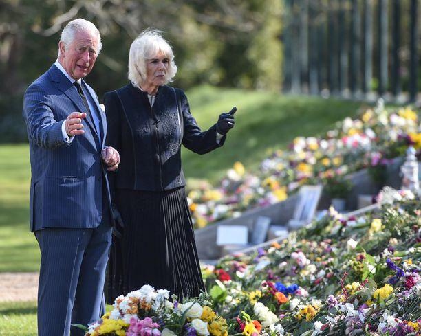 Prinssi Charles ja herttuatar Camilla herkistyivät kukkameren äärellä.