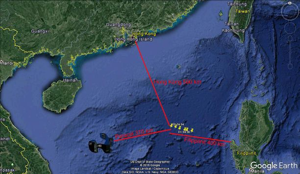 Perhe ajelehtii keskellä Etelä-Kiinan merta.