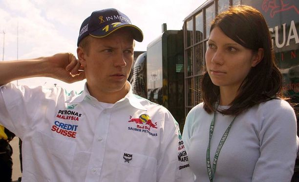Hanna Raivisto (oik.) oli Kimi Räikkösen tukena tämän ensimmäisellä Sauber-kaudella.