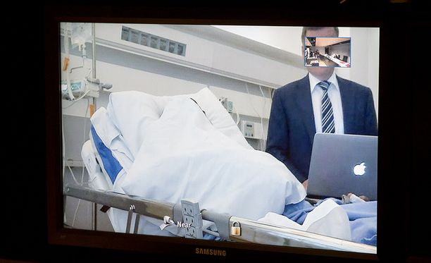 Turun puukkoiskun pääepäilty osallistui vangitsemisoikeudenkäyntiin videon välityksellä tiistaina.