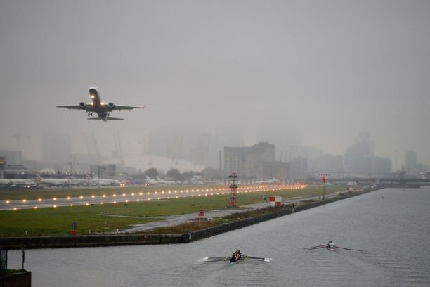 London City Airport on rakennettu Thames-joen penkereelle.
