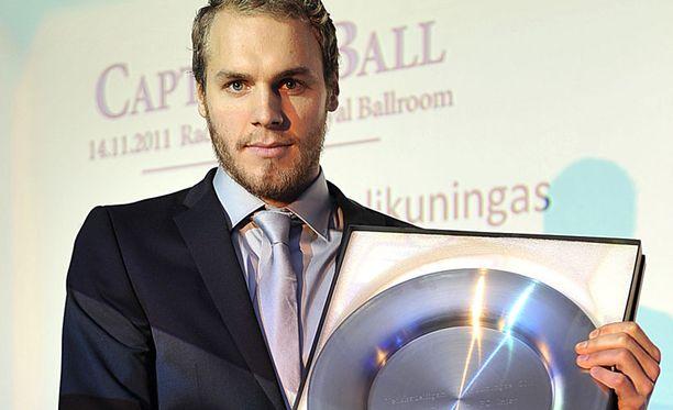 Maalikuningas Timo Furuholm palkittiin vuoden liigapelaajana.