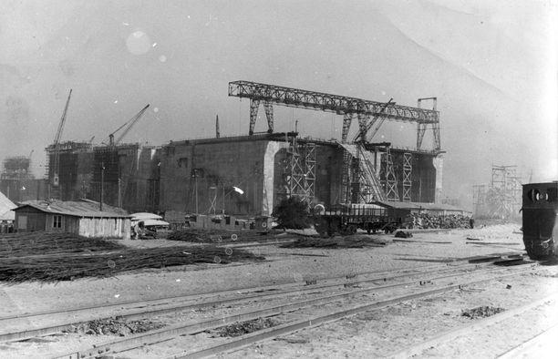 Bunker Valentin oli natsien toiseksi suurin sukellusvenetehtaaksi tarkoitettu laitos. Ranskaan pystytettiin vieläkin suurempi.