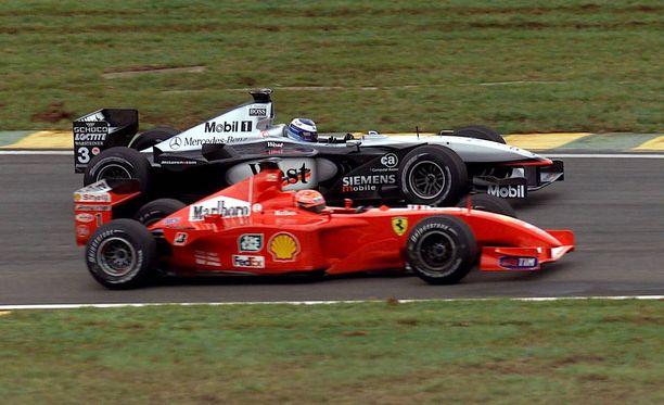 Mika Häkkinen ja Michael Schumacher taistelivat esimerkillisesti Brasilian GP:ssä 2001.