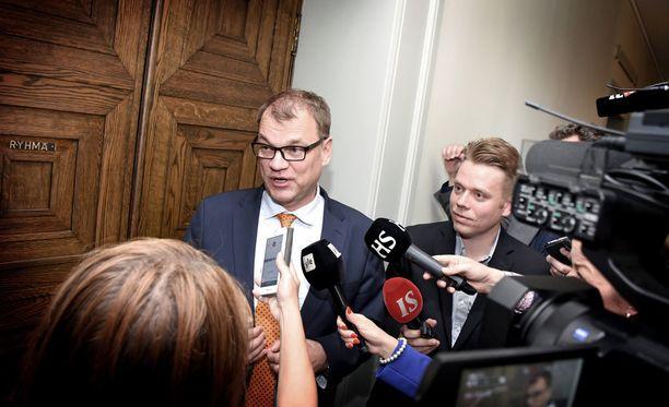 Pääministeri Juha Sipilä (kesk) joutui tiistaina keskustan eduskuntaryhmän kokouksen yhteydessä selittämään miksi hänen sote-mielensä muuttui yhdessä yössä.