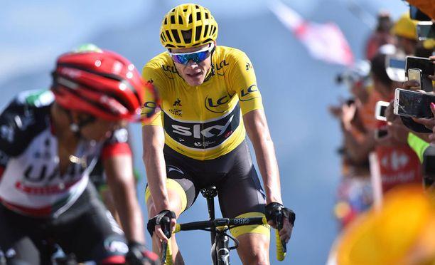 Chris Froome joutuu kestämään katsojien törkytemppuja Ranskan ympäriajossa.