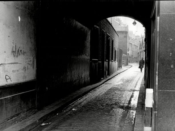 Tällä kadulla, eli nykyisellä Gunthorpe Streetillä, Viiltäjä-Jack murhasi ensimmäisen uhrinsa elokuussa 1888.