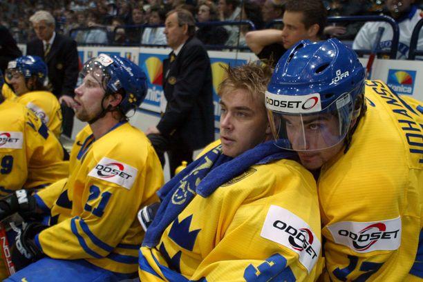 Mathias Johansson lohdutti 2003 MM-puolivälierässä vaihtoon otettua Tommy Saloa. Mikael Tellqvistin luisteltua luukulle 1-5-tilanteessa Tre Kronor aloitti nousun, joka aiheutti Leijonille yhden katkerimmista arvokisatappioista.