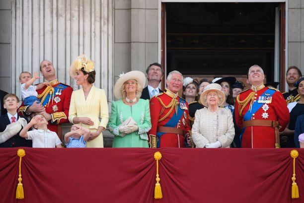 Näin sankoin joukoin brittikuninkaalliset juhlivat kuningattaren syntymäpäiviä viime vuonna.