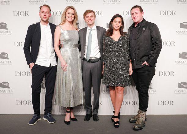 New Yorkin silmäätekeviä nuoria, eli Fredrik Schampers, Anne Huntington, Danny Mapes, Tiffany Zabludowicz ja Alexander Hankin. Tiffany on neljäs vasemmalta.