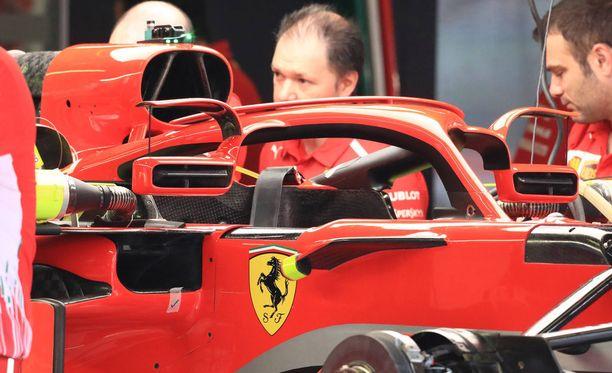 Ferrari on käyttänyt sääntömuutoksen hyväkseen ja kiinnittänyt pelit Halo-turvakaareen.