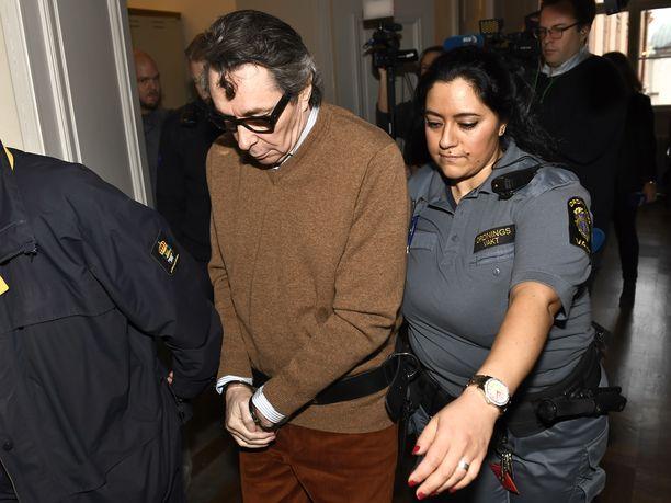 Jean-Claude Arnaultin seksirikostuomio on aiheuttanut skandaalin Ruotsin kulttuuripiireissä.