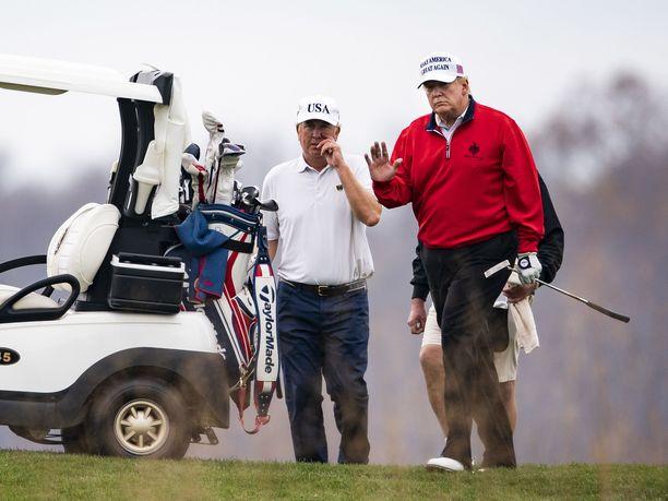 Donald Trump jätti G20-maiden pandemiakeskustelut väliin päästäkseen pelaamaan golfia.