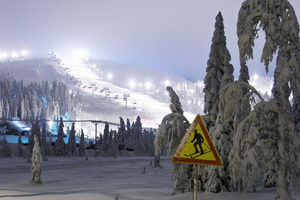 Rukan rinteet avattiin syksyllä ennätysaikaisin, ja joulu oli hiihtokeskuksessa vilkas.