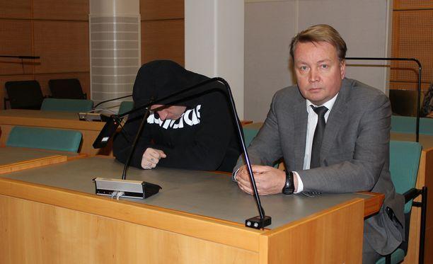 - Tulen pyytämään, että päämieheni mielentila selvitetään, kertoi asianajaja Tero Lakka Iltalehdelle.