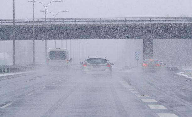 Sadekeli jatkuu lauantaina kertoo Forecan sääennuste.