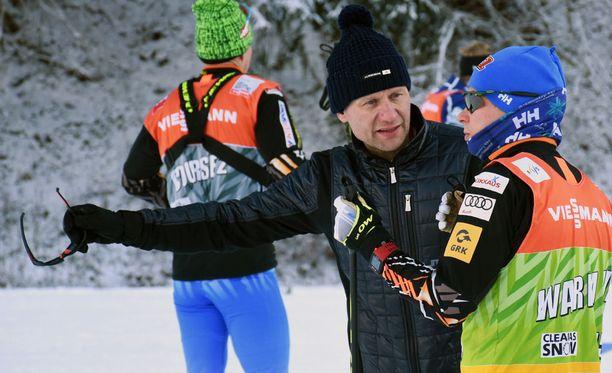 Toni Roponen valmentaa Matti Heikkistä.