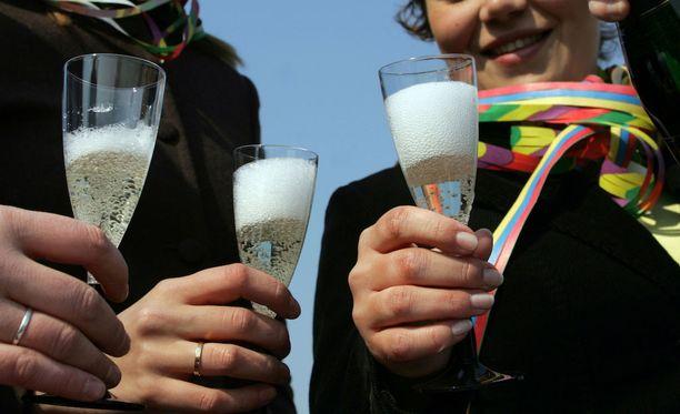 Vappuviikonloppu tarjoaa nyt mahdollisuuden monen päivän juhlimiselle.