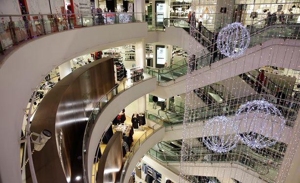 Verkkokauppa on viemässä joulun rahavirtoja ulkomaille. Arkistokuva Stockmannin tavaratalosta Helsingistä.