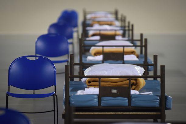 Portugaliin Caldas da Rainhaan pystytetyssä kenttäsairaalassa hoidetaan koronaan sairastuneita.