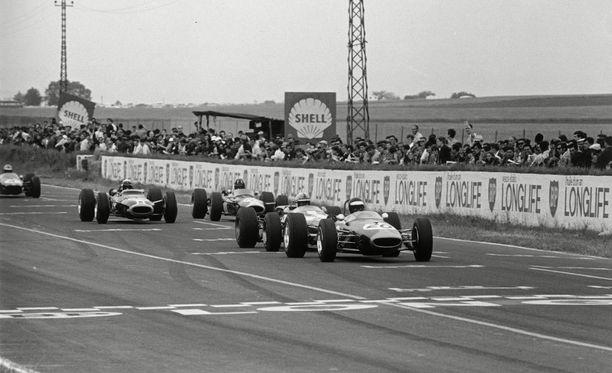 Keulilla ajava Jochen Rindt voitti Reims Gueux'ssa F2-luokan kilpailun vuonna 1967.