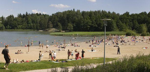 Oittaa Bodominjärven rannalla on Espoon suosituin ei-merellinen yleinen uimaranta. Kuva viime vuoden heinäkuulta.