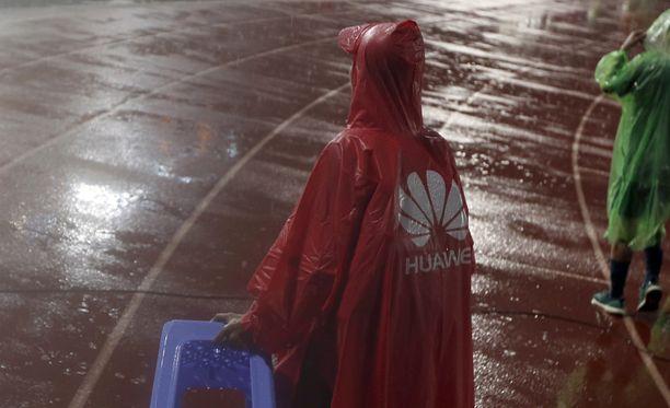 Kylmää vettä on satanut Huawein niskaan jo pitkään.
