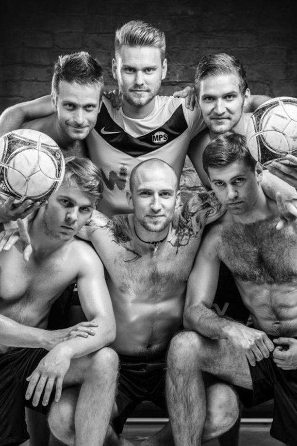 MPS / Atletico Malmi -joukkueen poikakalenterin tuotot käytetään hallivuokriin ja uusiin varusteisiin.