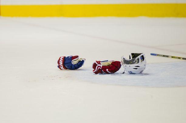 Kerimäen jääkiekkokaukalon liepeillä tapahtui maanantaina pahoinpitely. Paikalle pyydettiin poliisi ja ambulanssi.