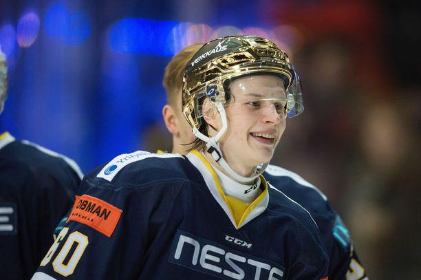 Antti Suomela nousi viime vuonna ensimmäisellä liigakaudellaan sittemmin liigakartalta kadonneen Bluesin parhaaksi pistemieheksi.