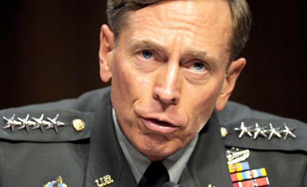 Petraeus irtisanoi itsensä kohun takia jo vuonna 2012.