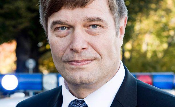 Poliisinakin työskennellyt kansanedustaja Kari Tolvanen (kok) ei ymmärrä itsenäisyyspäivän mellakoita.