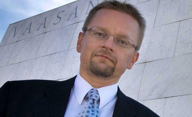 Osakesäästäjien Keskusliiton puheenjohtaja Timo Rothovius on optiomyynnin ajoituksista pöyristynyt.