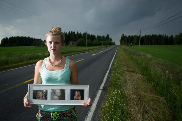 Hanna Sonninen pitelee pikkusiskonsa Matleenan kuvaa. Tytöt olivat pyöräilemässä, kun rattijuoppo osui heihin. Matleena kuoli, Hanna loukkaantui.