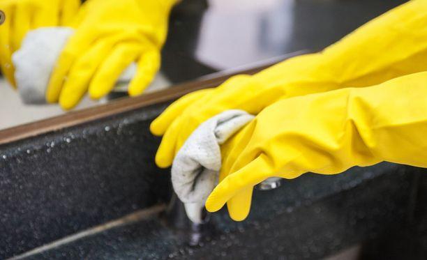 Työntekijät kertoivat esimerkiksi, että peruspalkka oli alle työehtosopimuksen minimin tai että iltalisiä ei maksettu.