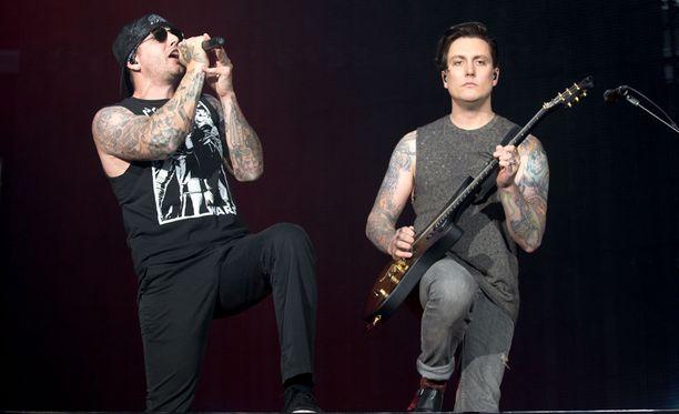 Yhtyeen laulaja M.Shadows ja kitaristi Synyster Gates toimittivat suomalaisfaneilleen mahtipontisen rock-show'n.