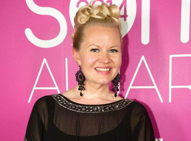 Lotta Backlund kommentoi Linnan juhlien tapahtumia.