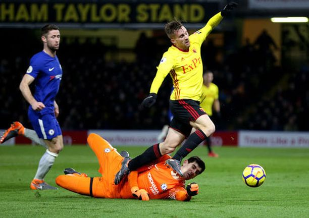 Thibaut Courtois osui Barcelonasta Watfordissa lainalla olevaan Gerard Deulofeuhun, ja pallo vietiin pilkulle.