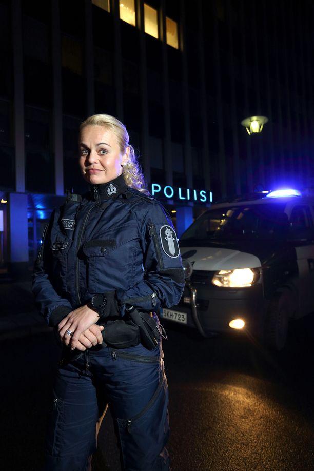 Taina Ojaniemestä tuli poliisi huippu-urheilijan uran jälkeen.