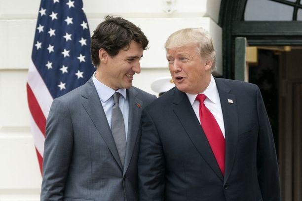 Näin hyväntuulisilta Trump ja Trudeau näyttivät lokakuisen tapaamisen jälkeen.