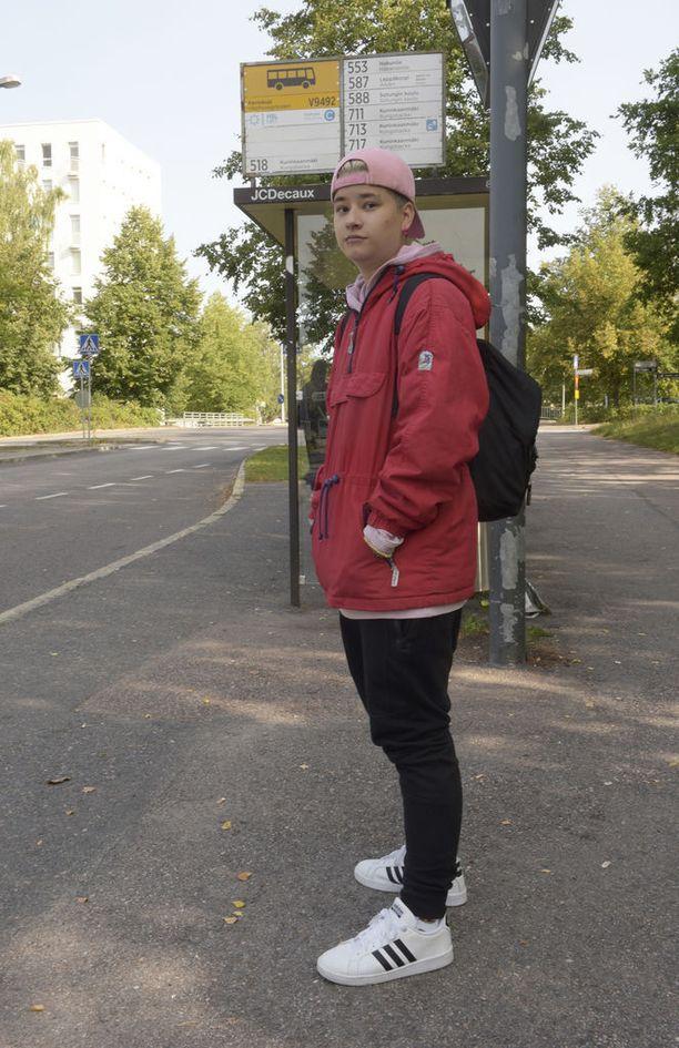 Kuninkaanmäessä eli Itä-Hakkilan postinumeroalueella asuva Teemu Nyberg, 18, on tutustunut Hakunilaan, sillä Sotungin koulun oppilaat tulivat usein viettämään ostoskeskukselle aikaa.