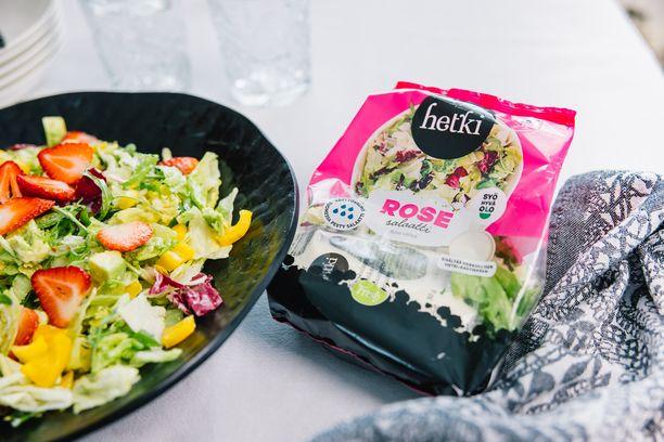 Hetki salaattisekoituspusseissa on mukana herkullinen kastike.