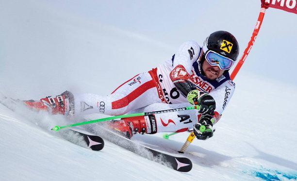 Marcel Hirscher voitti miesten suurpujottelun MM-kultaa.